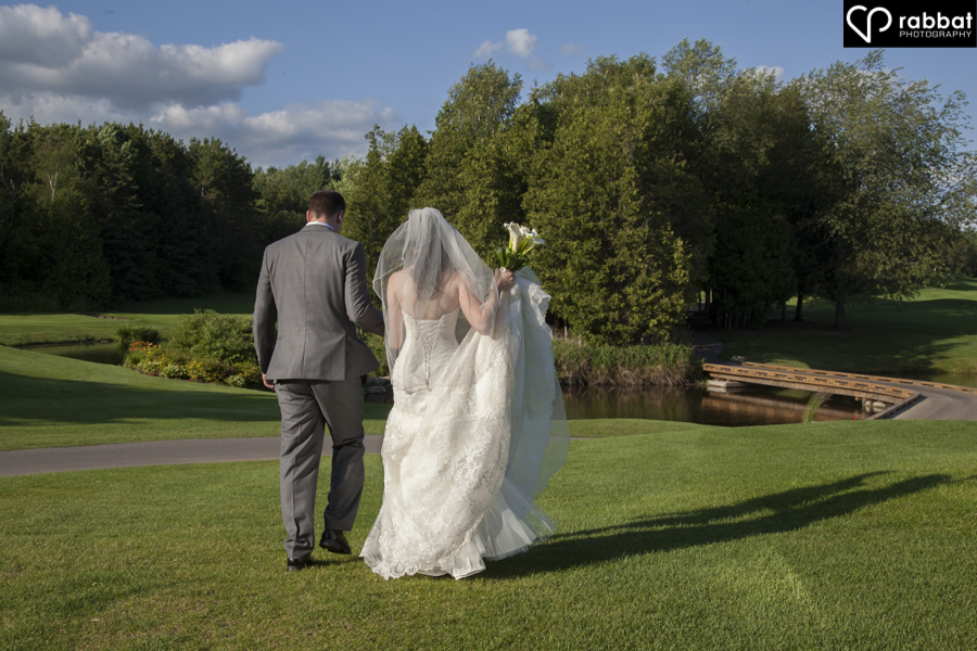Bride and groom on golf course at King Valley Golf Club